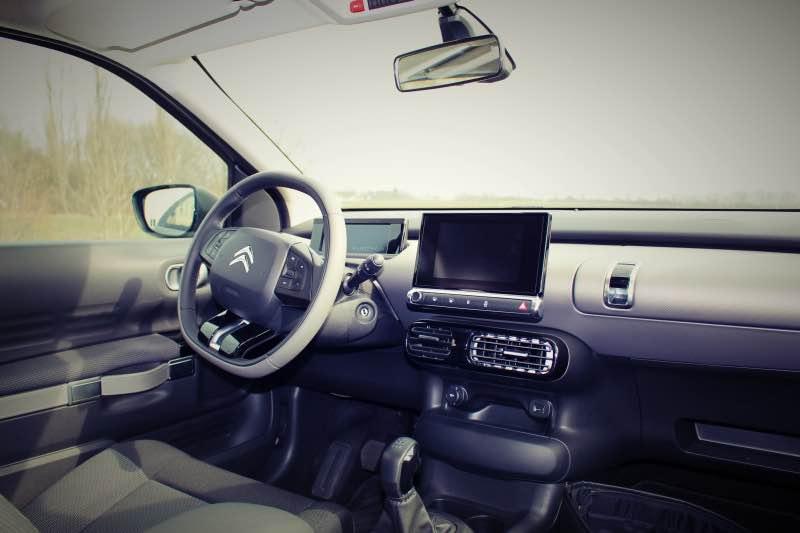vorne innen - Citroën C4 Cactus im Test – Das Platzangebot
