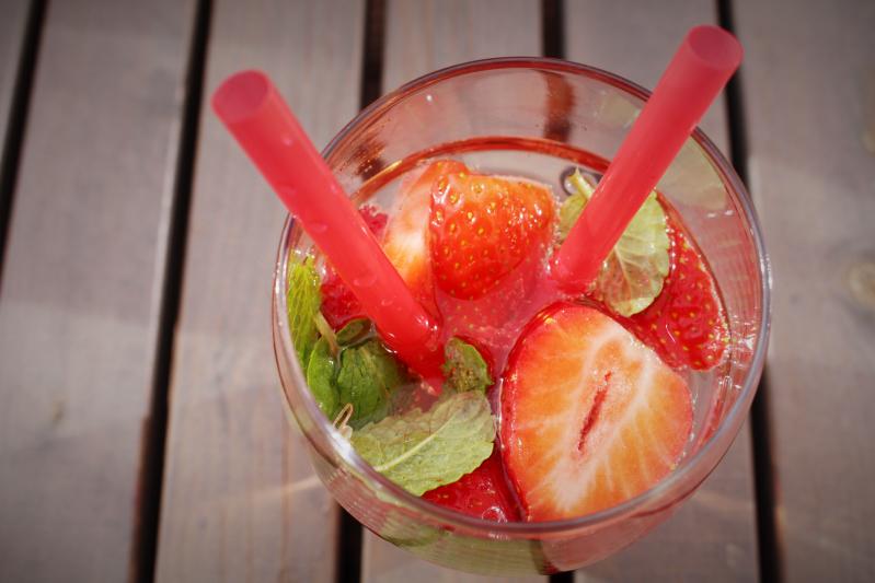 close oben s - Erdbeer-Minz-Rosé