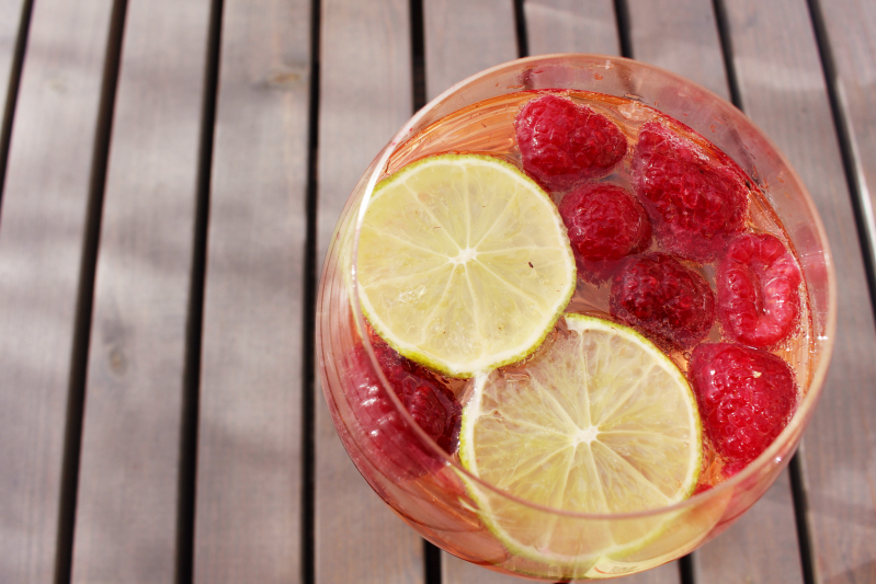 himbeer a - Rotkäppchen Himbeer-Limetten-Rosé