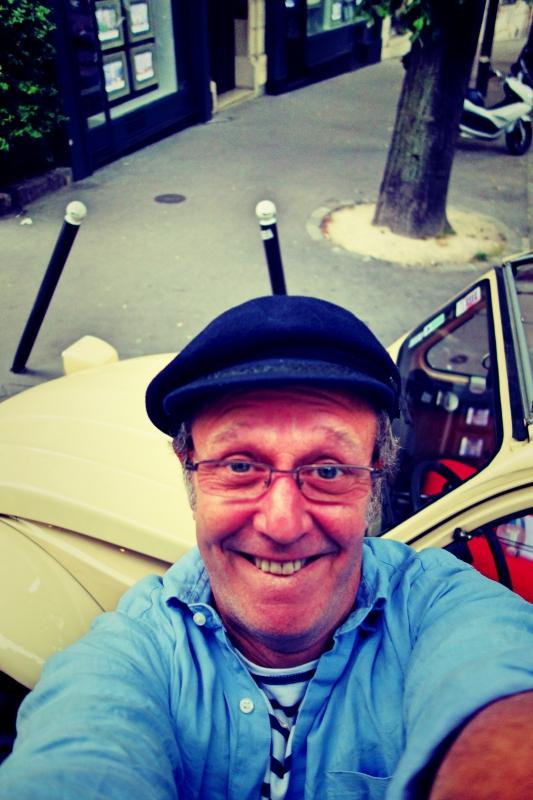 ente tour selfie - Paris - 4 roues sous 1 parapluie