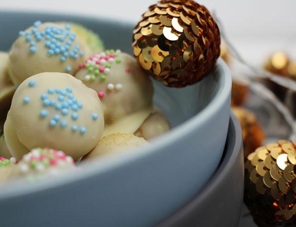 kekstrüffel in weißer schokolade kugeln 600x460 - Kekstrüffel in weißer Schokolade