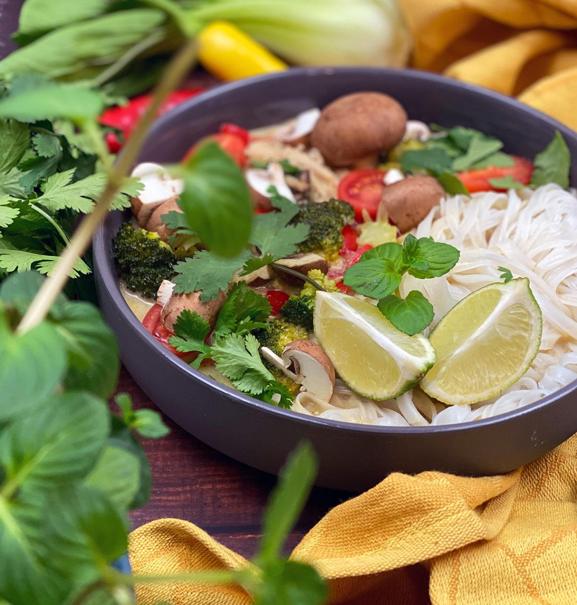 Thai Suppe intro 1140x1195 - Thai Nudelsuppe mit Wohlfühlfaktor