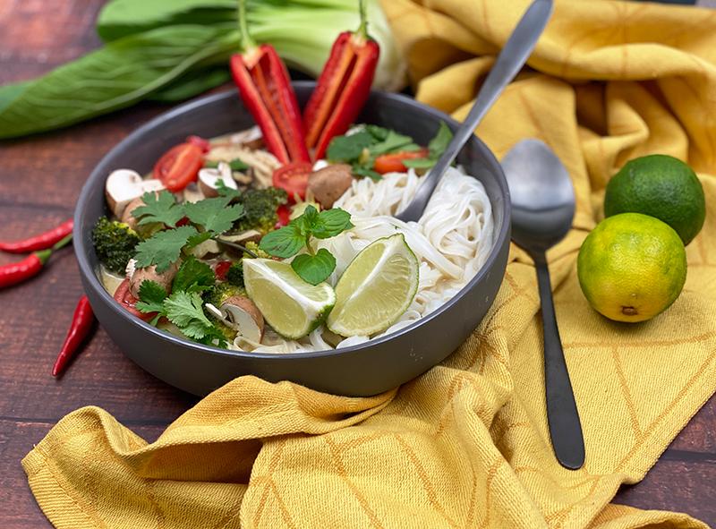 Thai Suppe totale2 - Thai Nudelsuppe mit Wohlfühlfaktor