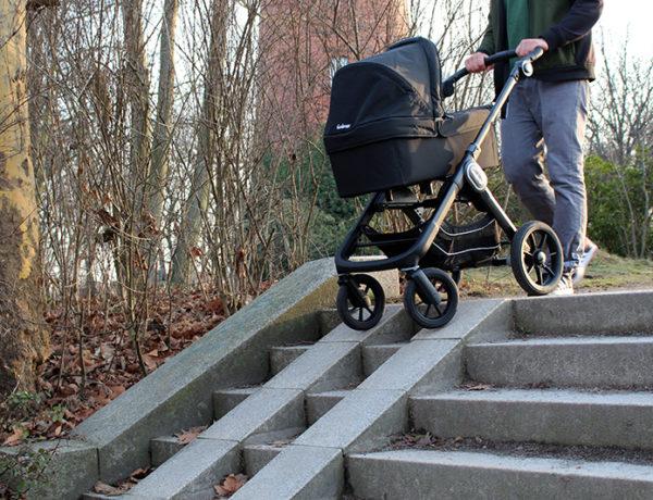 treppe kl 600x460 - Emmaljunga Kinderwagen im Langzeitttest